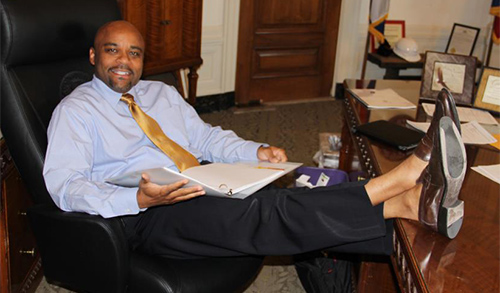 denver-mayor-michael-hancock-without-socks