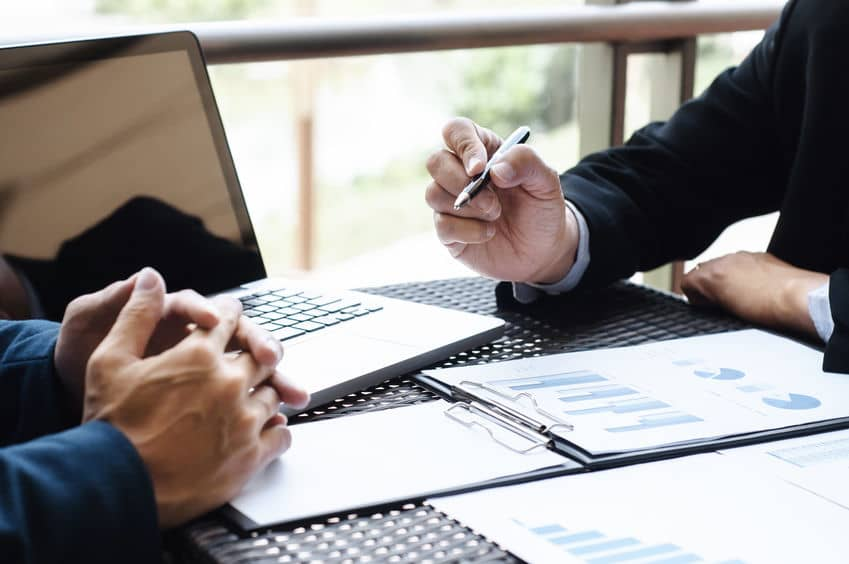 3 Reasons to Work with a Business Brokerage When Selling Your Company