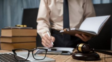 When to Hire a Lawyer for Your Small Business